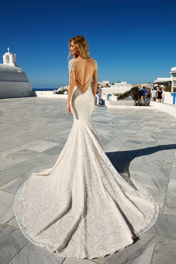 corte de vestido sirena, tela color marfil con bordados de flores, vestido bonito con espalda descubierta, vestido de novia princesa