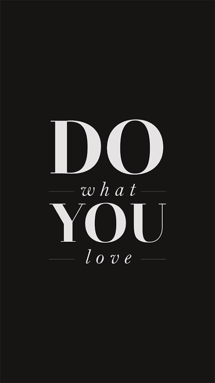 ideas de fondos tumblr con citas celebres y frases de motivación, haz lo que amas, frases celebres en fondo negro para tu movil