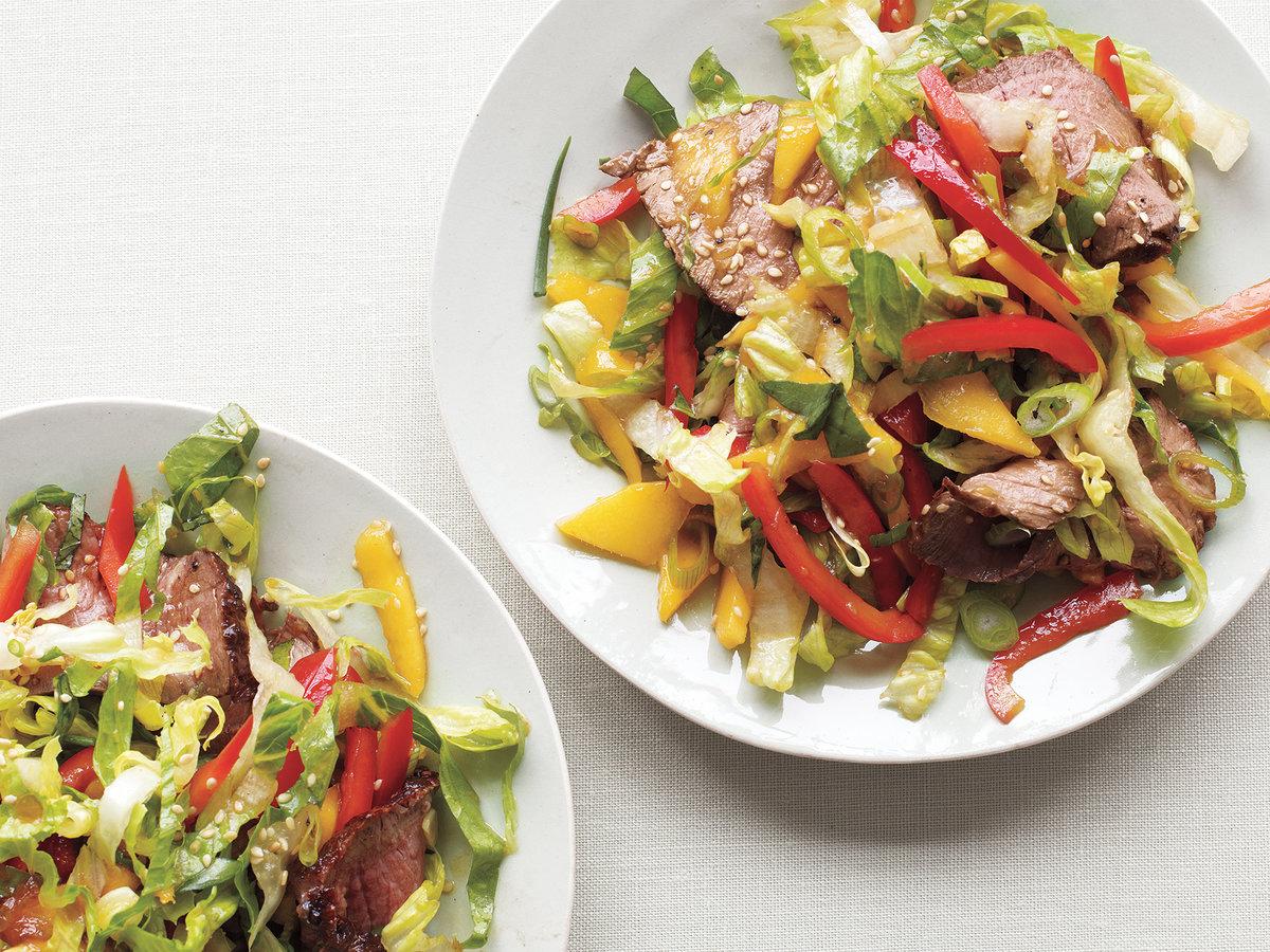 ideas únicas de ensaladas saludables y nutritivas, recetas bajas en calorías paso a paso, rica ensalada con carne y pimientos