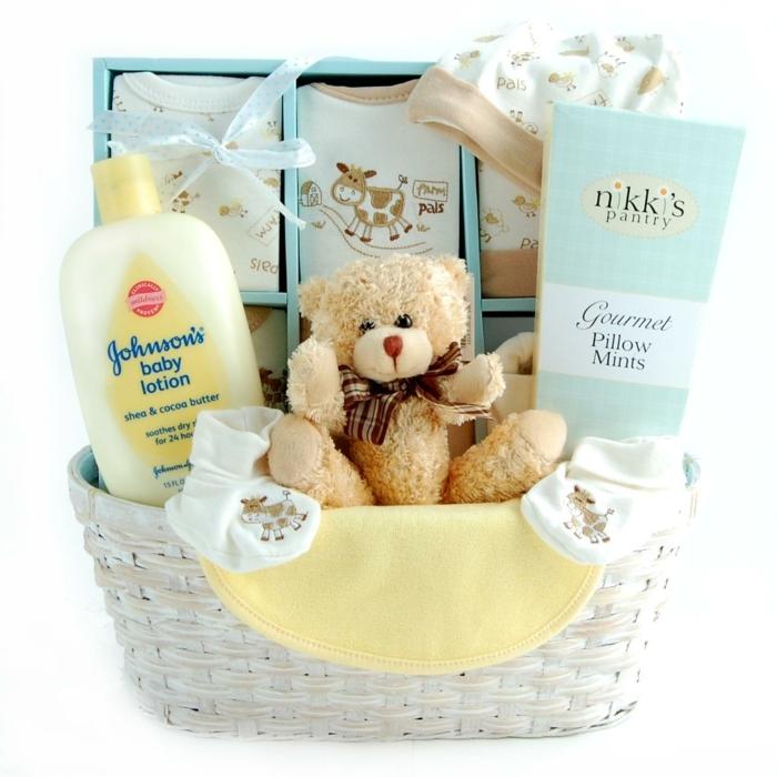 canastillas para bebes super bonitas, ideas de los mejores regalos que se pueden hacer a los padres de un recién nacido