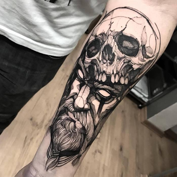 tatuajes en estilo old school para hombre, tatuajes calaveras, los 100 mejores diseños de tatuajes en el antebrazo para hombres y mujeres