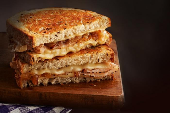 tostadas con queso y jamón, dieta equilibrada con desayuno nutritivo y saludable, fotos de comidas saludables y ricas