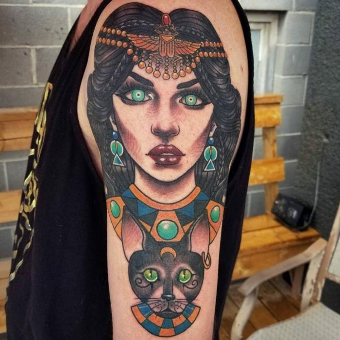 simbolos egipcios en los tatuajes, brazo entero tatuado, tattoo colorido, imagines de mujer y gato, tatuajes de gatos