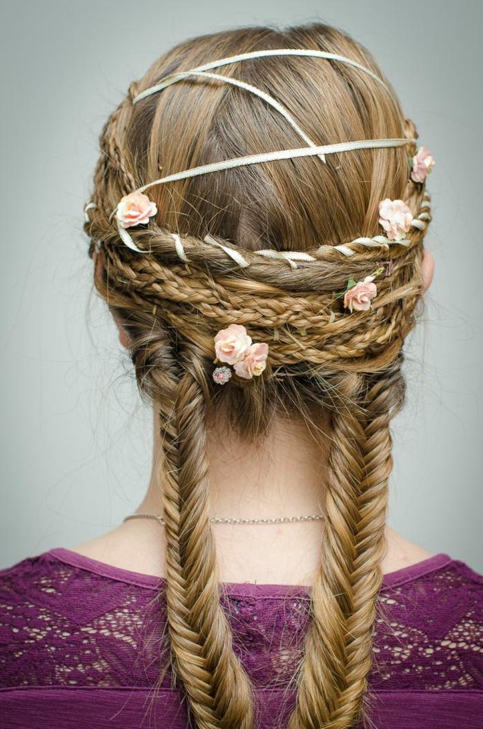 precioso recogido con dos trenzas francesas y flores, peinados medievales mujer para bodas y ocasiones especiales