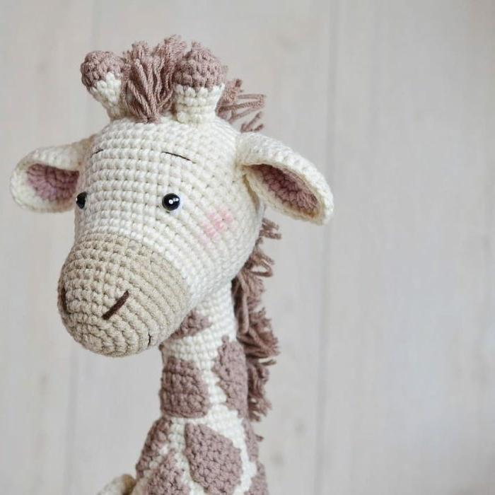 pequeño jirafa para regalar a un bebé, regalos originales para recién nacidos super bonitos, ideas de juguetes para regalar