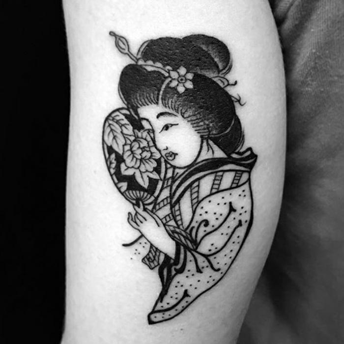 tatuajes de geishas, adorable tatuaje en el antebrazo, diseños de tattoos bonitos, tatuajes para hacerte en el antebrazo