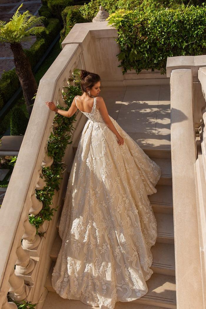 precioso vestido de encaje en color champán, vestidos novia 2019 originales y bonitos, los mejores diseños de vestidos