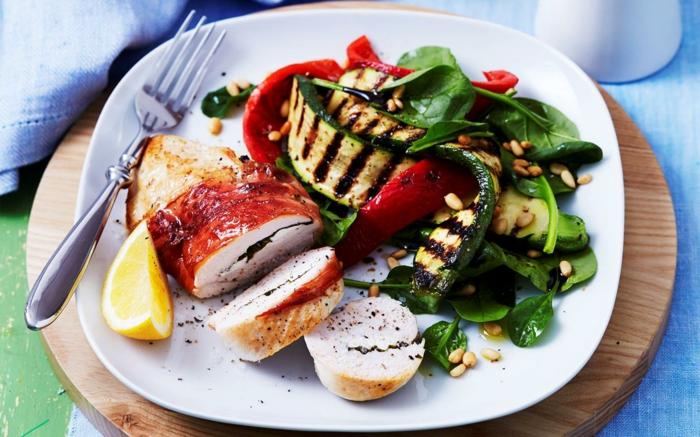 pollo al horno adornado de legumbres a la parrilla, comidas para adelgazar en imagines, ricas propuestas de platos saludables