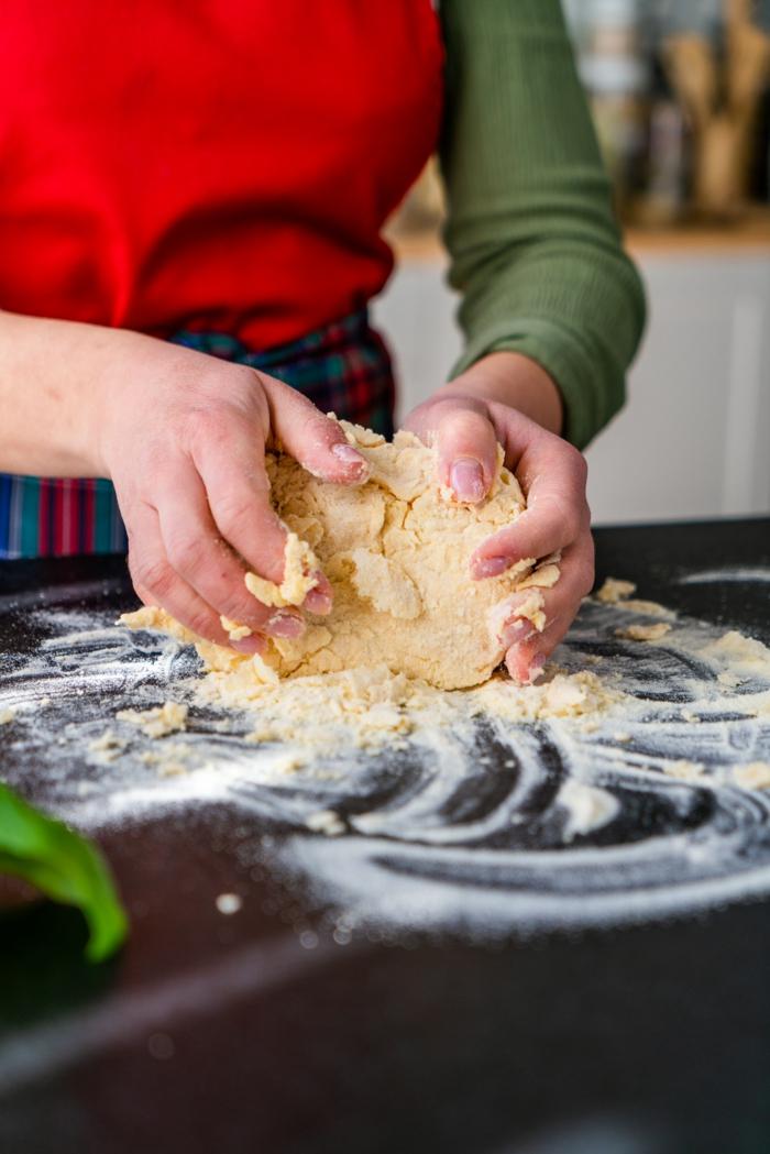 amasar la masa de harina, semola y huevo, ideas de recetas caseras faciles y rapidas, fotos de recetas apetitosas, ideas de recetas