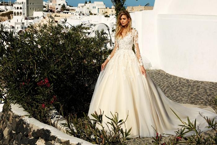 diseños vestidos de novia corte princesa, vestido de novia en blanco y color marfil, partes de encaje, las mejores propuestas de vestidos novia 2019