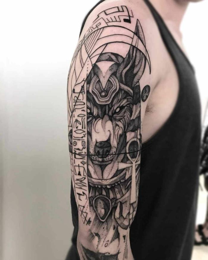 tatuajes brazo hombre con simbolos egipcios, diseños de tattoos egipcios en el brazo y el antebrazo, más de 70 fotos de tatuajes