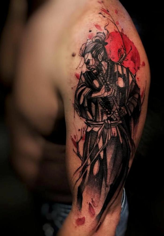 tatuaje samurai original, diseños unicos de tatuaje brazo hombre, propuestas originales de tatuajes en el brazo, diseños bonitos
