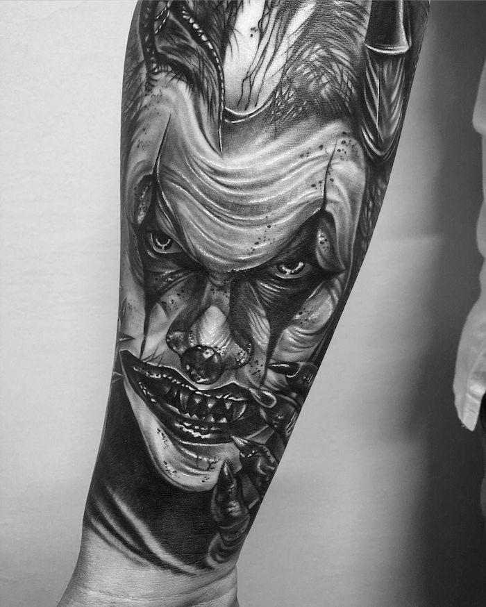 tattoo con el bromista, diseños de tattoos artísticos únicos, tatuajes para hombres en el brazo, tattoos inusuales y atractivos