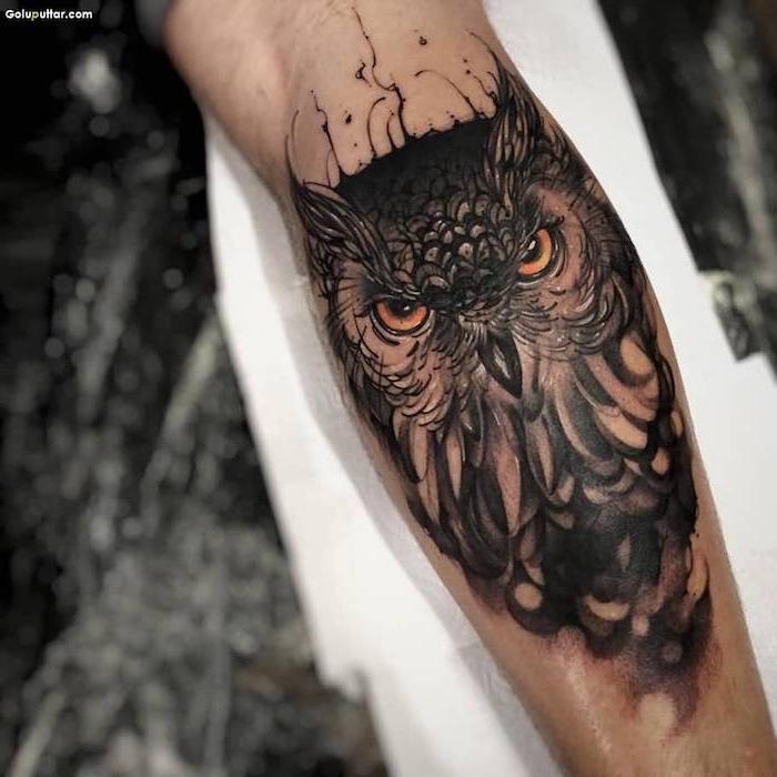ejemplos de tatuajes de buhós en estilo realista, significado de los tatuajes, tatuajes para hombres en el brazo