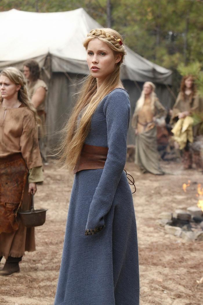 peinados medievales pelo suelto, peinados con trenzas super bonitos, cabellera rubia muy larga corona trenzada en la cabeza