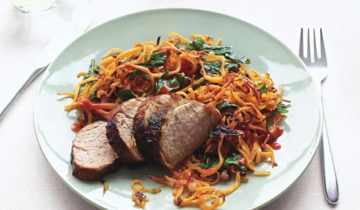 carne de ternera con ensalada vitaminosa, comidas rapidas y sanas para llenarte, ideas de ensaladas nutritivas y sanas