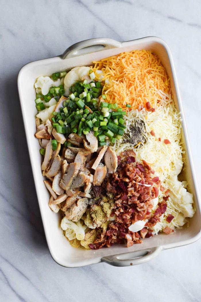 pollo a la cacerola con quesos y verduras, comidas ricas y fáciles de hacer para mantener una dieta equilibrada paso a paso