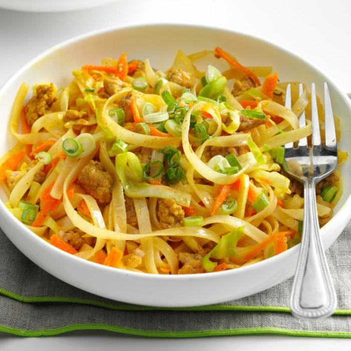 ensaladas con pollo y espaguetis, propuestas de recetas faciles y sanas, comidas saludables para el verano, ensalada con pollo