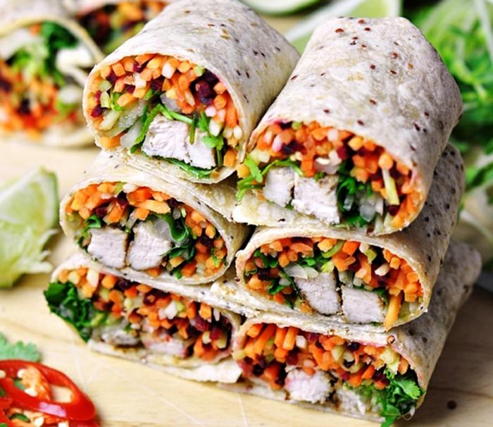 rollos de primavera con verduras y pollo, originales recetas de cenas ligeras y rapidas de preparar, rollos con zanahorias, pepinos