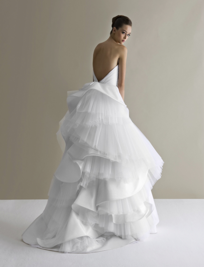trajes de novia 2019, diseños de vestidos extravagantes e inusuales, adorable vestido en blanco pulcro, vestidos de novia de diseño