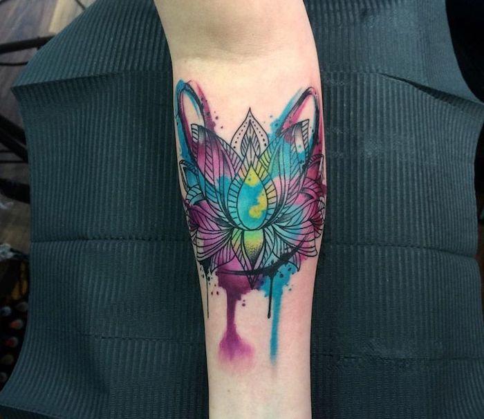 tatuajes en acuarela, ejemplos de tatuajes para hombres en el brazo y tattoos para mujeres, tatuajes con mandalas