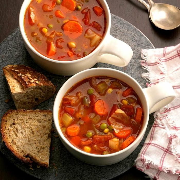 sopa de verduras con pan casero, cenas sanas que no engorden, platos de legumbres y verduras para conseguir una dieta sana
