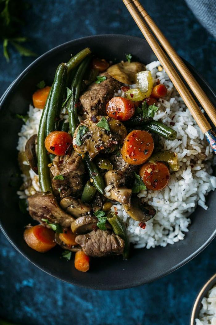 propuestas originales de menus para adelgazar, arroz blanco cocido con carne, frijoles y zanahorias, platos ricos y saludables