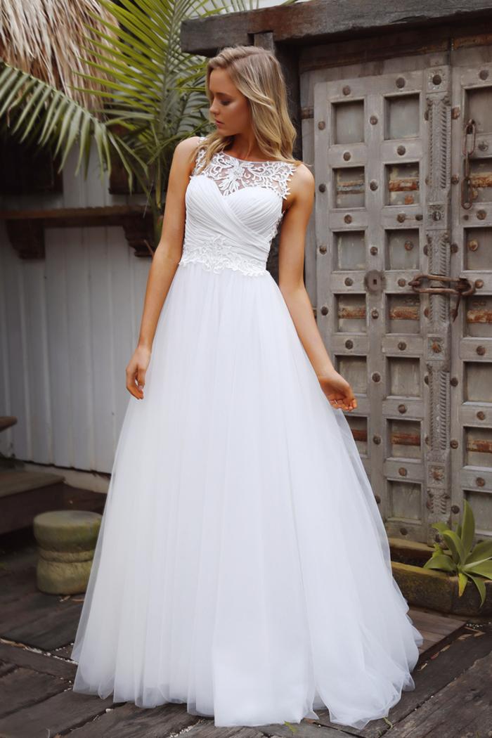 elegante vestido en estilo romántico, trajes de novia 2019 originales y bonitos, vestido de novia clásico en color blanco pulcro