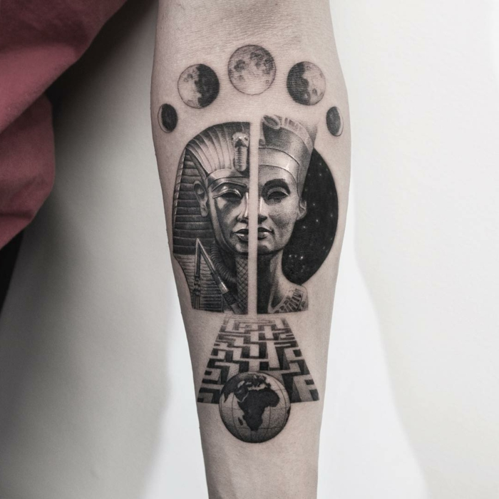 antebrazo tatuado con símbolos egipcios, diseños de tatuajes pequeños con fuerte significado, tatuajes con faraones y faraonas
