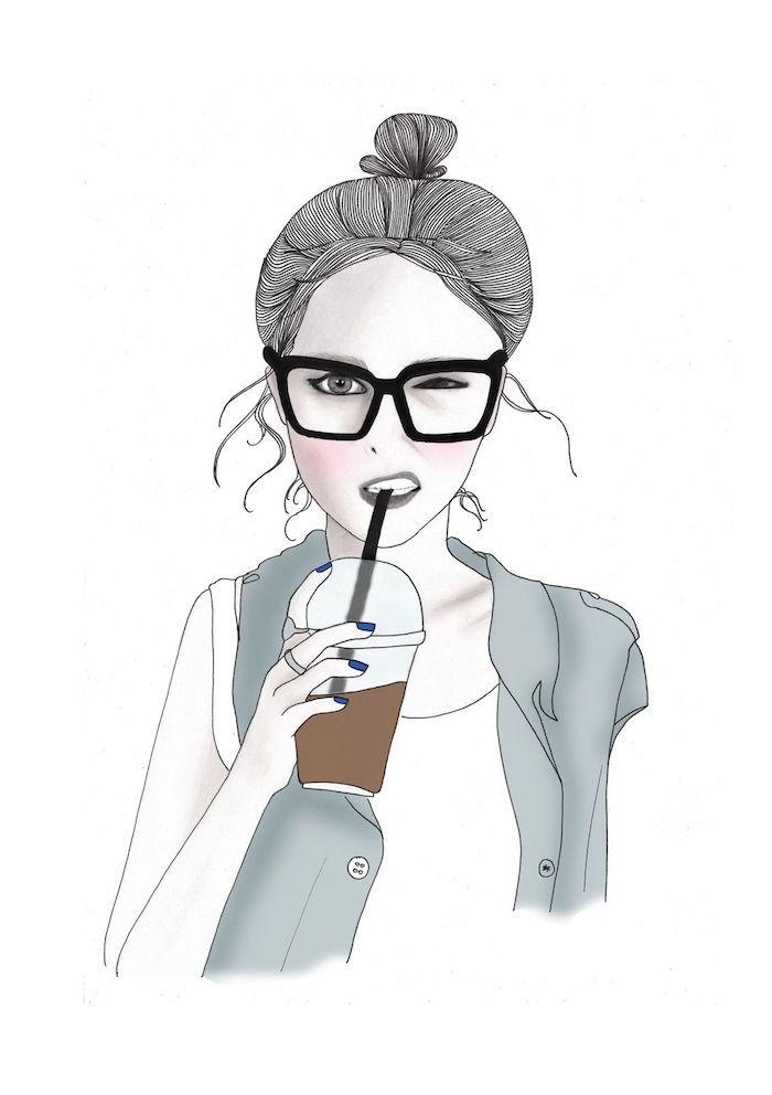 dibujos divertidos y originales para un fondo pantalla original, dibujo a lápiz chica con pelo recogido y gafas bebiendo café