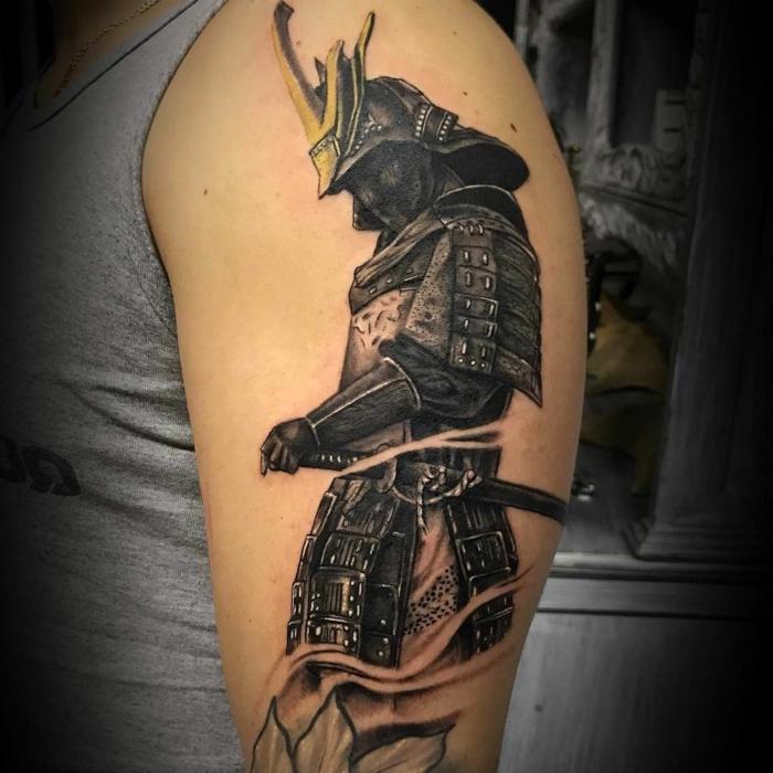 tatuajes para hombres japoneses tradicionales, tatuaje hombre en el brazo, diseños de tatuajes únicos en imagines