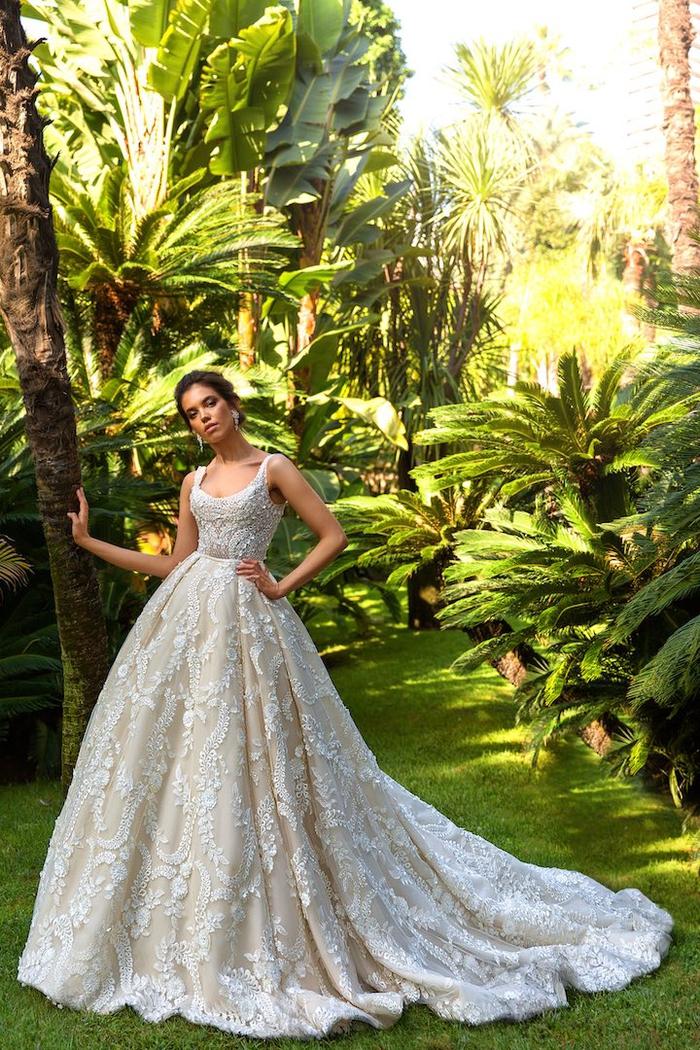 super bonitos diseños de vestido novia encaje, bonito vestido con larga falda color márfil, fotos de vestidos de novia elegantes