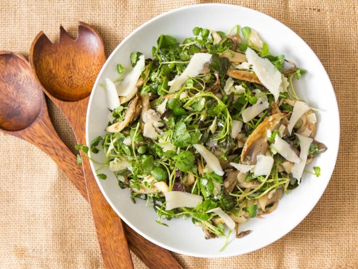 ensaladas ricas y fáciles de hacer con muchas verduras y quesos, alimentos para adelgazar, ideas de platos para bajar de peso