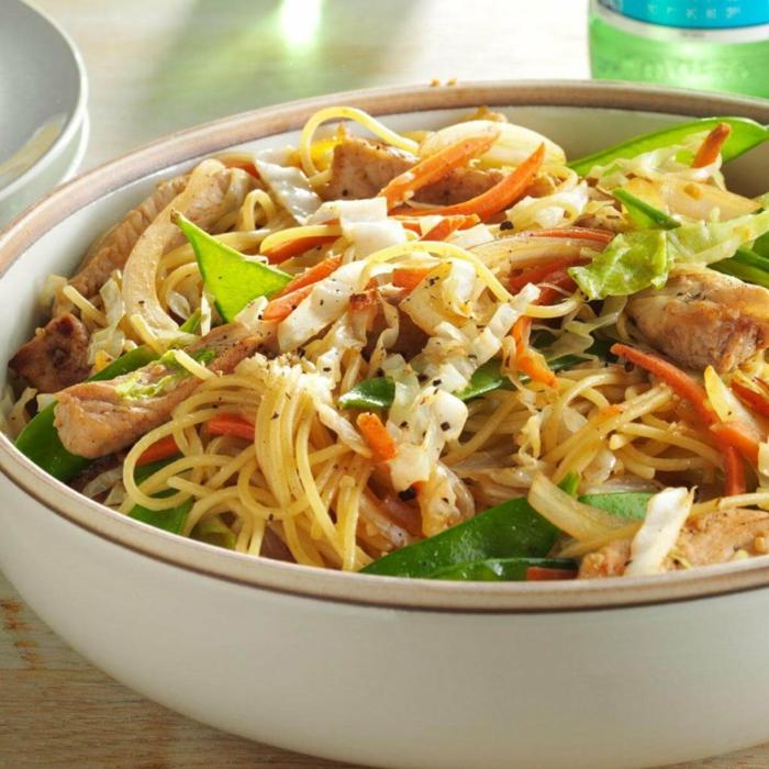 ricos platos con espaguetis y pollo, menus de dietas para hacer en verano, espaguetis con pollo y verduras, platos ricos, saludables y nutritivos