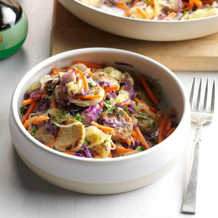 ensaladas con mariscos originales, remolacha, col y zanahorias, cenas ligeras y rapidas de preparar, platos ricos para el verano