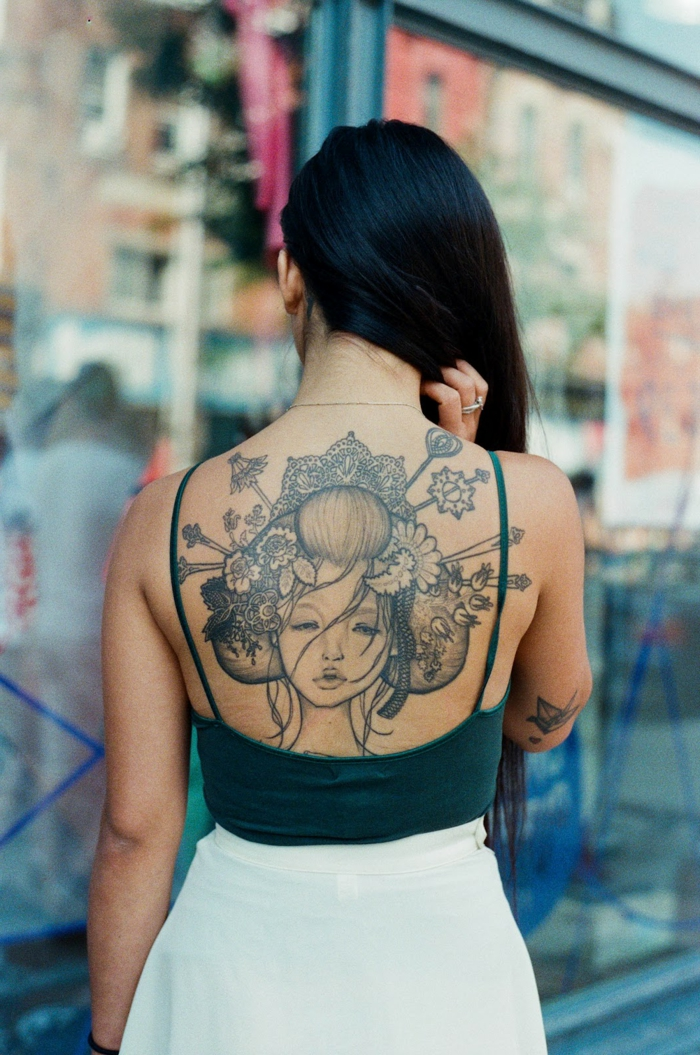 magníficas ideas de tatuajes en la espalda, tatuajes para hombres y mujeres, tatuajes de geishas originales en fotos