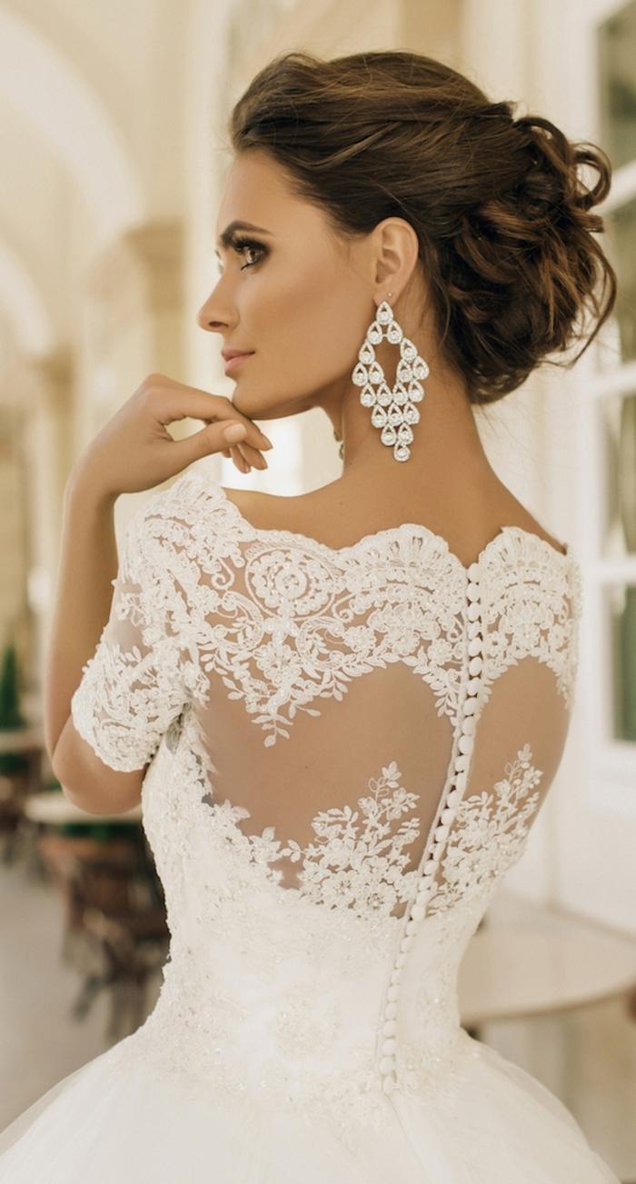 vestidos de novia elegantes y románticos, vestido novia encaje, espalda con tul transparente y trozos de encaje, diseños de vestidos novia