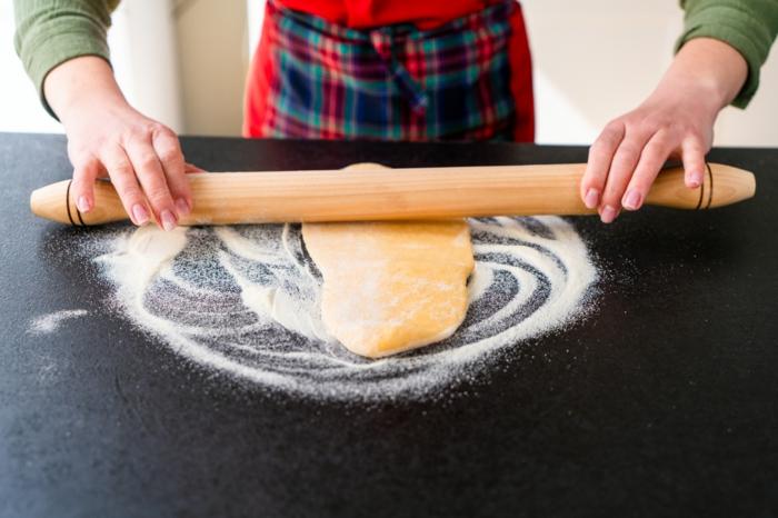 estirar la pasta con un rodillo de madera, fantasticas ideas sobre como hacer masa de pasta paso a paso, recetas bajas en calorias