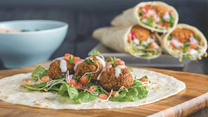 tortillas con falafel y verduras, ideas de recetas faciles y sanas sin carne, recets vegetarianas para bajar peso en imagines
