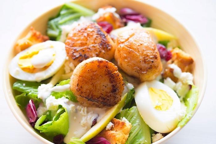 ensaladadilla con huevos, yogur y mariscos, ideas de recetas para adelgazar, fotos de platos sanos y recetas saludables