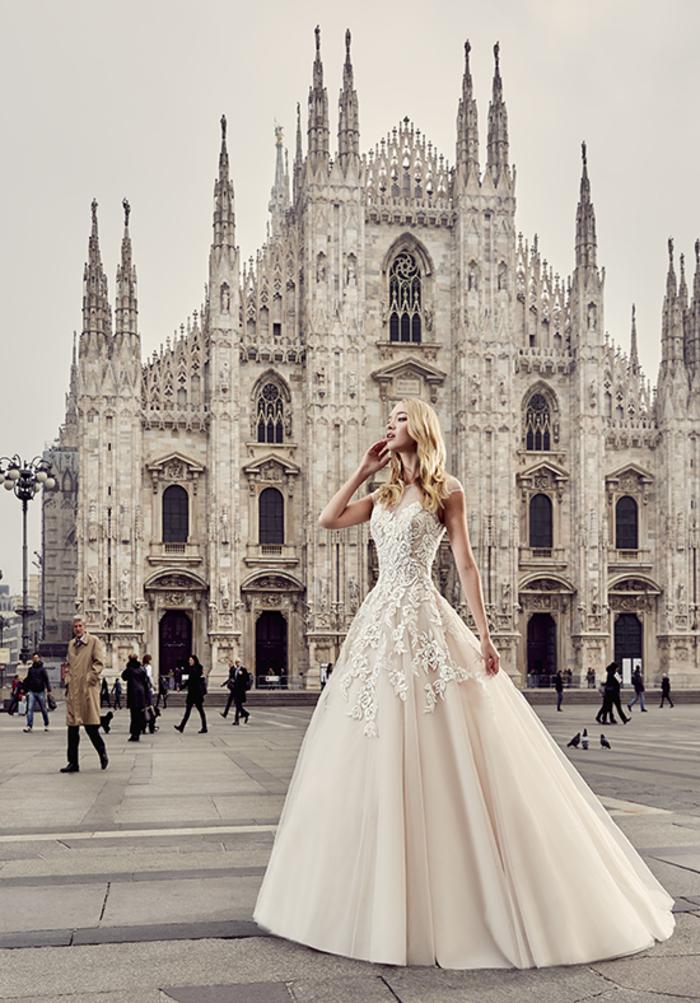 cuáles son los mejores diseños de vestido novia encaje, bonito vestido color rosado con encaje blanco, diseños de vestidos de novia