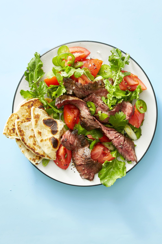 carne de ternera con verduras y pan árabe, cómo hacer comidas ricas y saludables con alimentos bajos en calorias