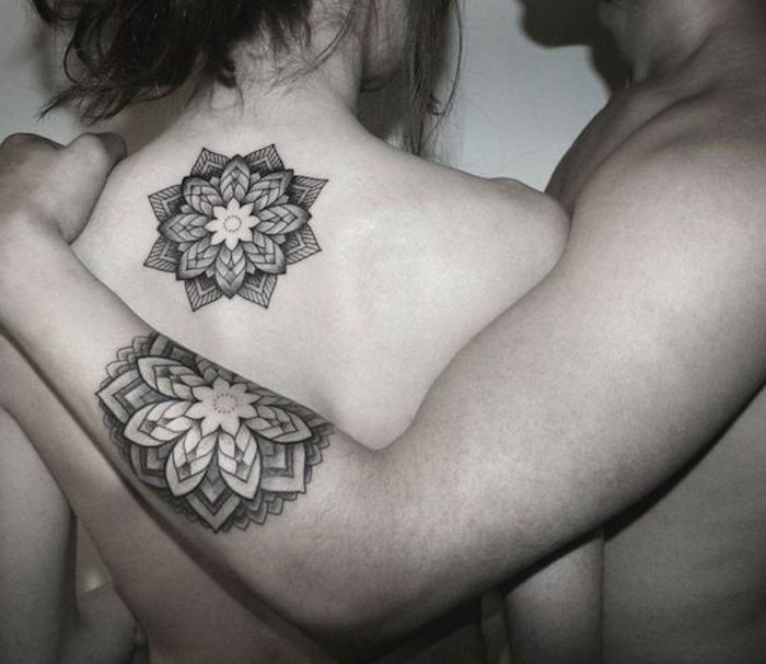 ideas simbólicas de tatuajes de parejas, los mejores diseños de tattoos con flor de loto, tatuajes geométricos en fotos
