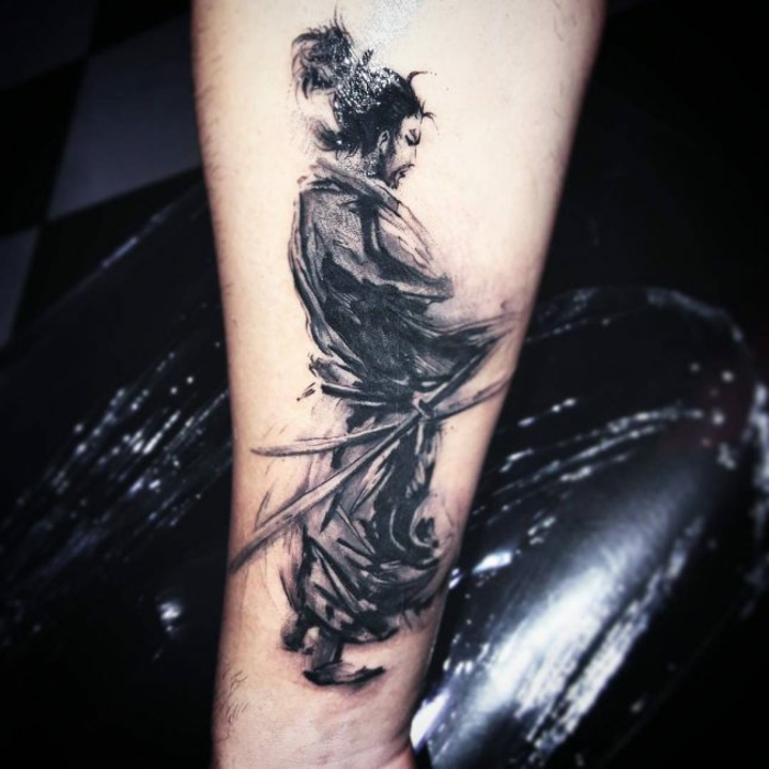 tatuajes de dragones y samurais, tatuaje antebrazo hombre, diseños de tatuajes tradicionales japoneses, originales ideas de tattoos