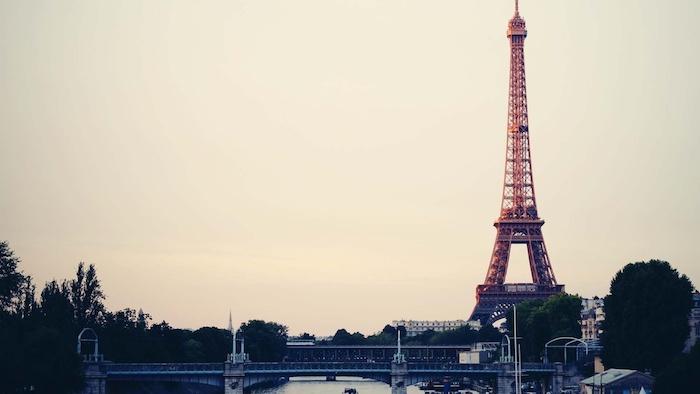 fotos unicas de las ciudades más bonitas en el mundo, descargar fotos de pantalla originales y bonitas, imagen de Paris y la torre Eiffel