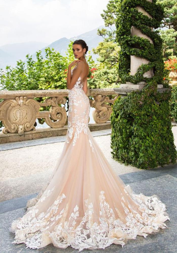 precioso vestido en color rosado con motivos florales, vestidos corte sirena novia, los diseños más bonitos para tu boda