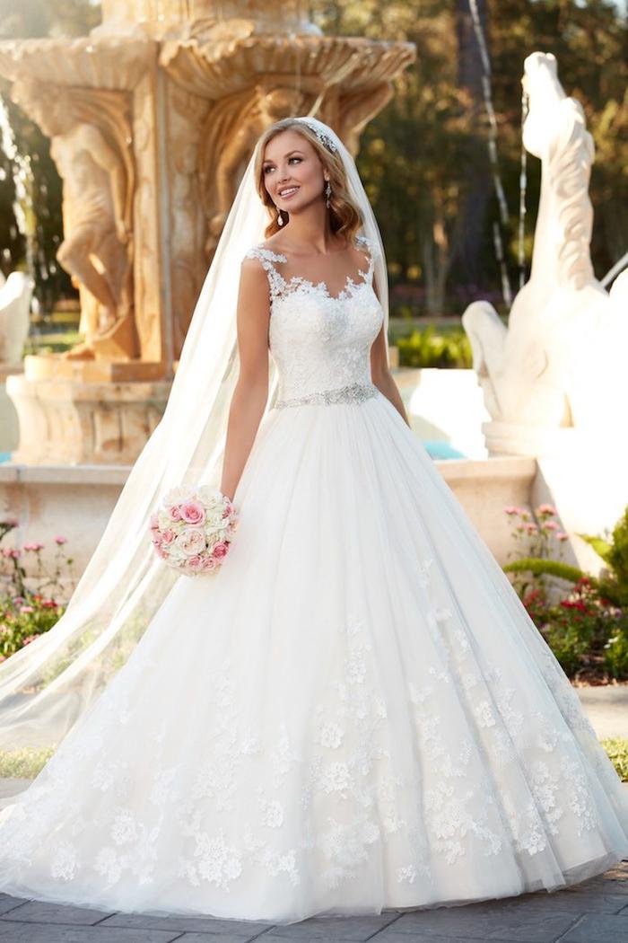bonitos vestidos corte sirena novia y corte princesa en color blanco, vestido de novia color blanco con parte superior de encaje