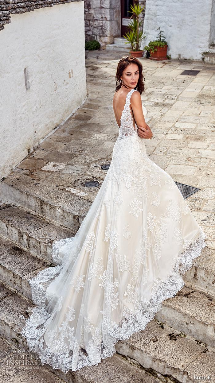 precioso vestido con larga falda de encaje color blanco, vestidos corte sirena novia y corte princesa, fotos de bonitos vestidos de novia
