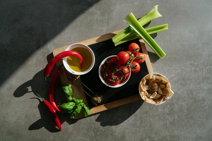como hacer una sopa de tomates casera, ingredientes necesarios para hacer una sopa cremosa y rica, fotos y videos de recetas