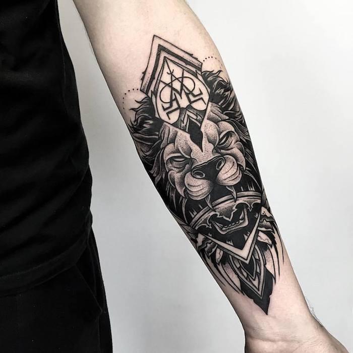 tatuaje en el antebrazo simbólico, tatuajes de animales hombre, diseños de tatttoos grandes, tatuajes con fuerte significado